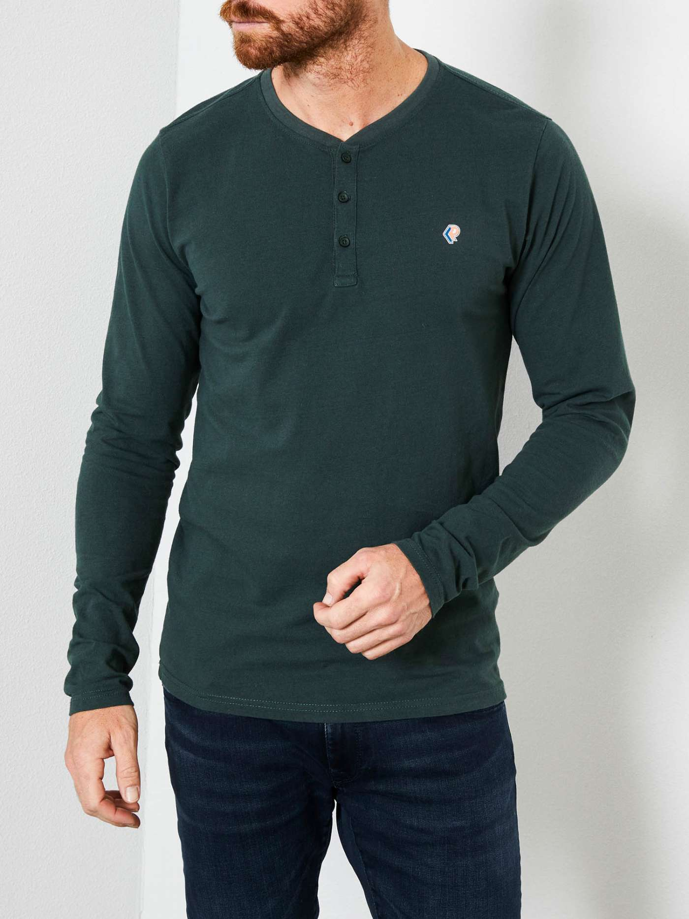 Long-sleeved shirt with buttons