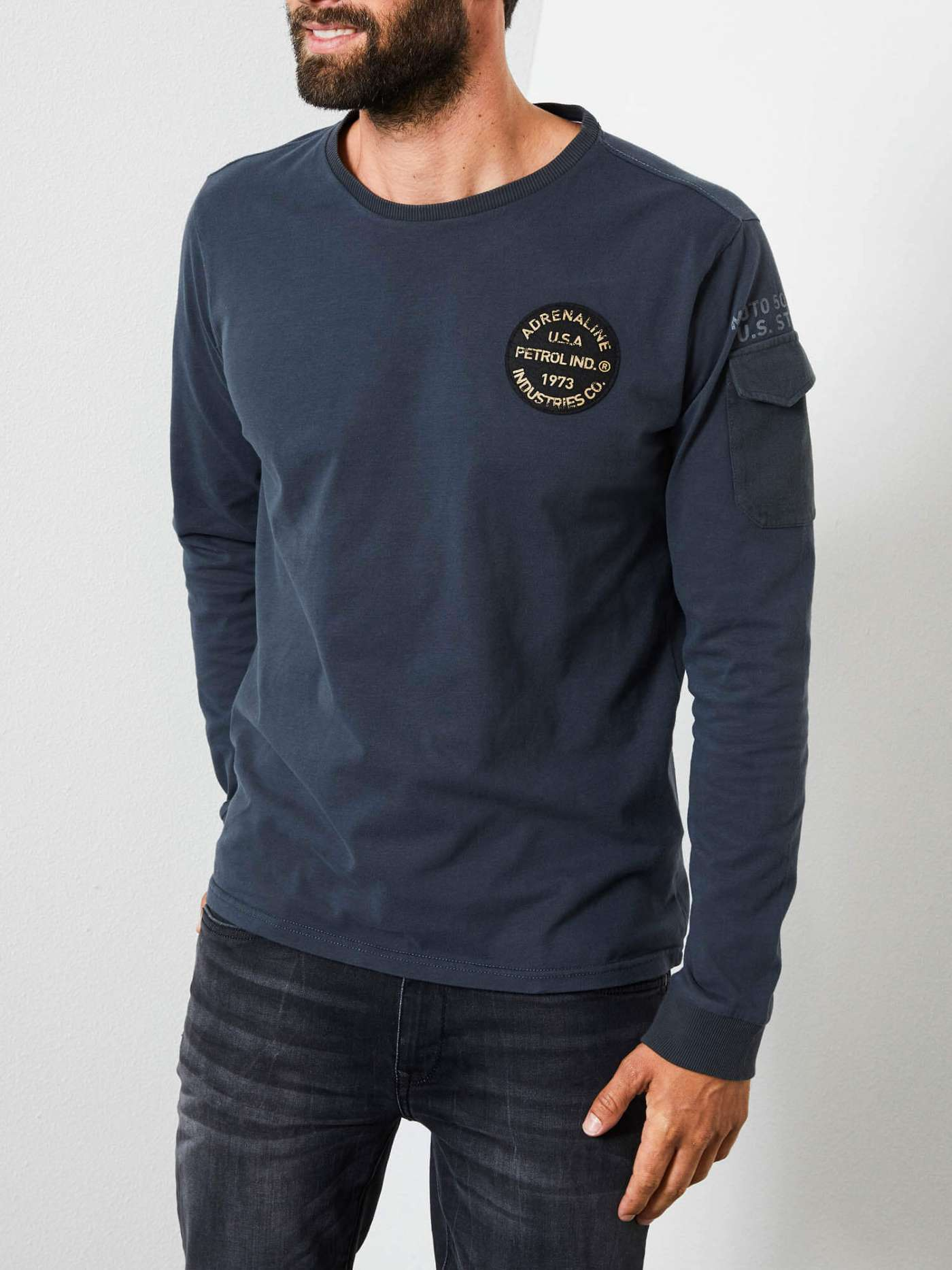 Long-sleeved shirt with patch